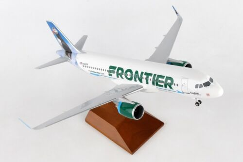 Skymarks SKR8357 Frontier Airbus A320-200 Puffin Desk Top Model 1/100 Airplane