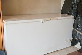Free Chest Freezer - Suitable for outhouse/garage. Old but works !