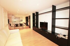 3 bedroom flat in Clarendon Road , W11