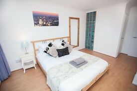 Bright and spacious double room in B12, 20-30 min walk to the city centre and universitys.