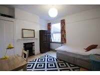 Double Room to Rent 7 mins to 2 stations direct link to Victoria (17mins), Shorditch, London Bridge