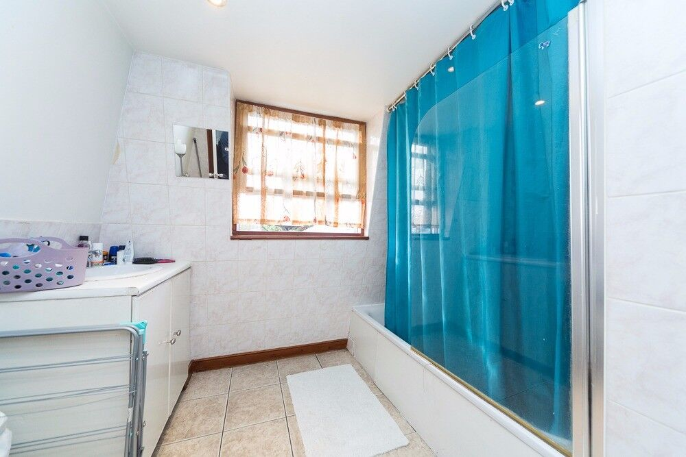 Double room with en-suite available to rent immediately in Putney - £1075 All bills included