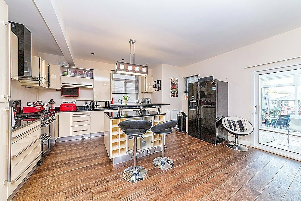 **NEW LISTING** Hither Green Lane, SE13