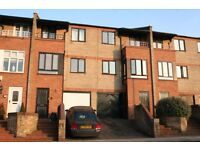 3 Bedroom town house available right away! Call Andy 07825 214 488