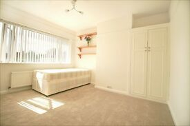 Delightful Double Room. Near Burnham Train Station and Slough Trading Estate. Professionals only.