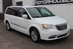 2015 Chrysler Town & Country Touring LEATHER! NEW TIRES!