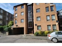 MODERN, WELL MAINTAINED 2 BED FLAT CLOSE TO LOCAL SHOPS AND AMENITIES