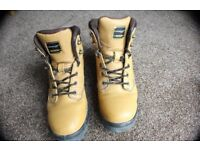 DUNLOP SAFETY BOOTS SIZE 9