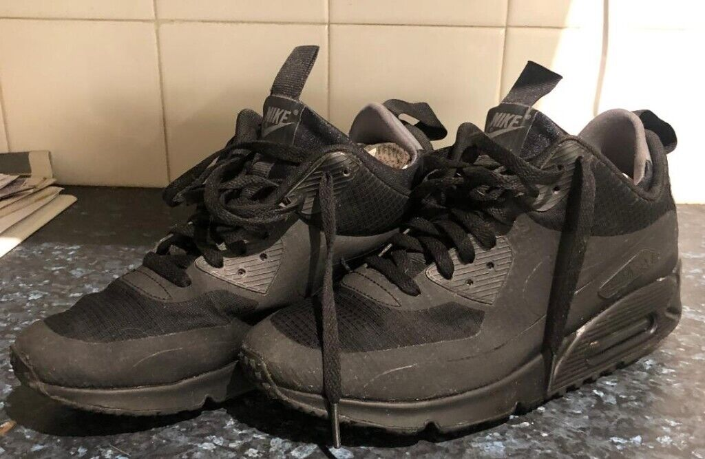Nike Air Max size 7 UK. Genuine. Very good condition. Free P&P.   in Heaton Moor, Manchester   Gumtree