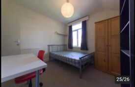 Room to rent in 5 bed student house, in Roath