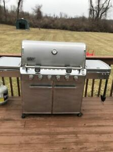Webber Summit Natural Gas BBQ - Great Shape - Comes with cover.