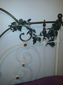 HEARTSHAPE ROMANTIC 1800's ANTIQUE BRASS & IRON 4 POSTER BED Vancouver Greater Vancouver Area image 5