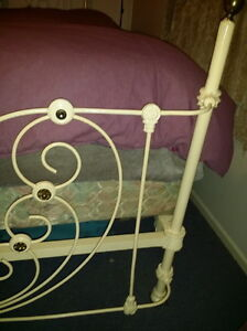 HEARTSHAPE ROMANTIC 1800's ANTIQUE BRASS & IRON 4 POSTER BED Vancouver Greater Vancouver Area image 4