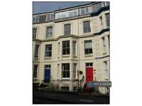 2 bedroom flat in Crown Crescent, Scarborough, YO11 (2 bed)