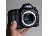 Canon EOS 5D Mark III + Battery GRIP + Charger and 2 BATTERIES