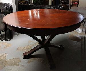 Table à manger ronde - en bois massif