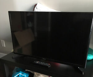 """New SAMSUNG 32"""" flat-screen TV plus remote and more"""