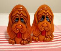 Sel et poivre vintage chiens bassets orangés