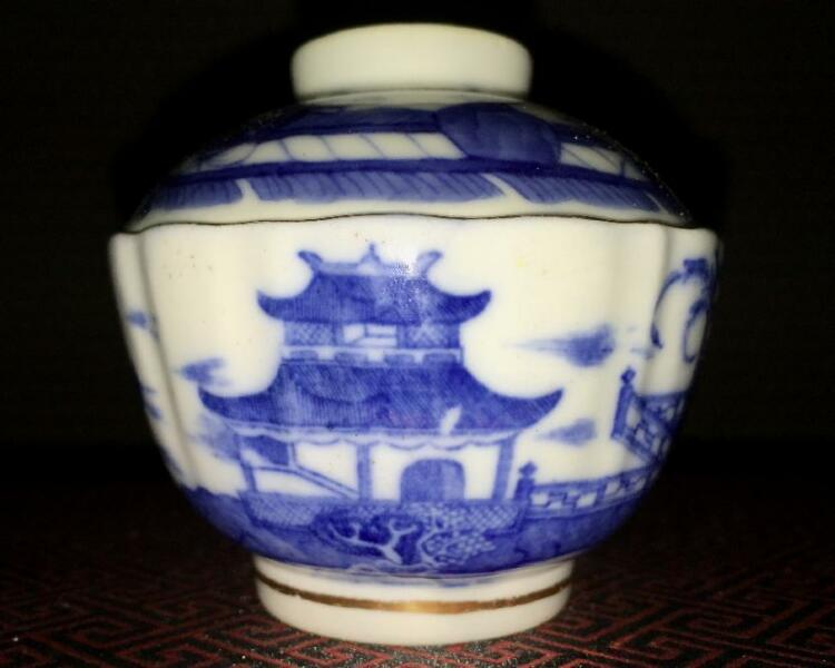 * SOLD * Qing Dynasty Antique Lid Bowl