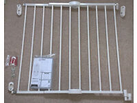 Lindam Extending Metal Wall Fix Safety Gate (used, very good condition)