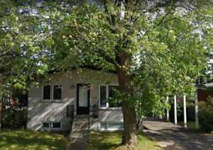 BUNGALOW 5 1/2 for rent in Brossard