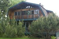 Huge cedar lodge on Sylvan Lake weekly summer rentals