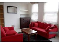 1 bedroom flat in Leeland Mansions, London, W13 (1 bed)