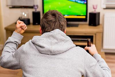 Wenn Deutschland spielt, holt ihn keine Frau vom Fernseher weg. (Bild: Thinkstock via The Digitale)
