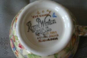 Vintage/Collectable Footed Tea Cup & Saucer Set  50.00 ( 2 Sets) Gatineau Ottawa / Gatineau Area image 2