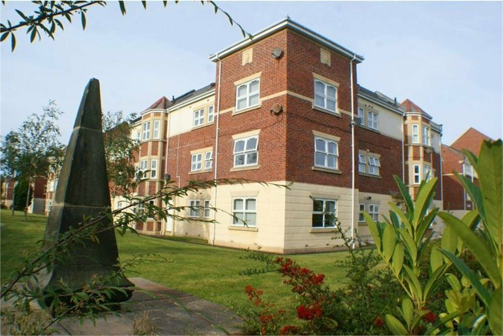 Fantastic 3 bedroom Apartment in the centre location of Louise House, Royal Courts, Sunderland
