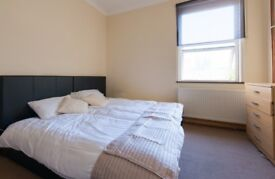DOUBLE ROOM WENDOVER ROAD R4 $ 150 BILLS INCLUDED