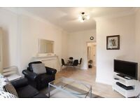 SHORT/LONG LET. AVAILABLE NOW. MODERN 2 BEDR FLAT WITH INTERNET & GDNS. PICADILLY/DISTRICT LINES.
