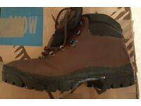MOAC (like Scarpa) ladies waterproof walking boots with Vibram sole - Size 40 (european)