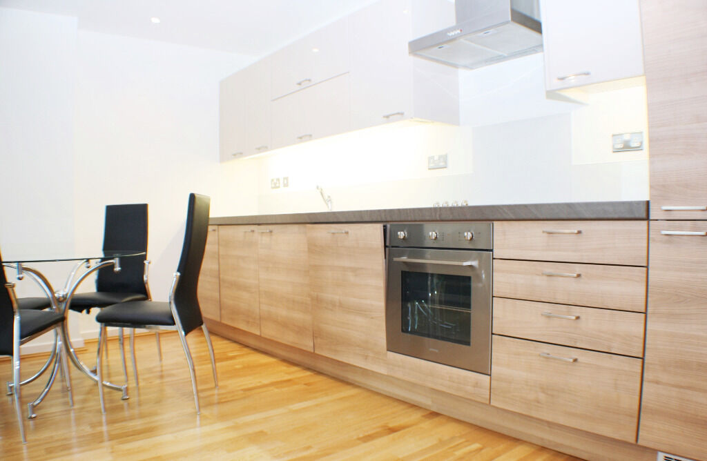 A Modern 2 Bedroom Apartment Located Just A Short Walk From Cutty Sark DLR