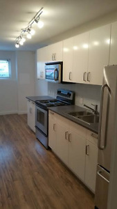 Cute 2 BR on Commercial Drive! Available Sep. 1