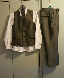 Boys suit 9 yrs