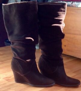 Ladie's Aldo High Back Boots.. Size 9 .. Dark Chestnut Brown..