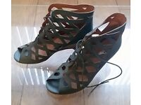 Grey Soft Leather Size 6 Heels in Mint Condition