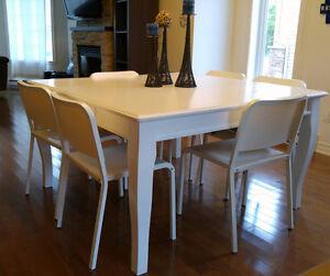 Table carrée et 6 chaises