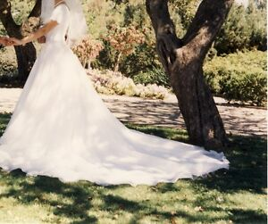 Exquisite Alfred Sung bridal gown