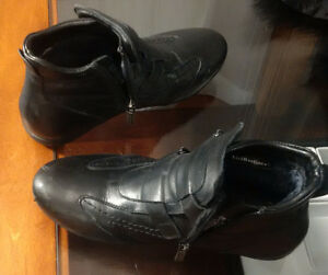 Women's winter shoes size 6,5 with real sheep fur Kitchener / Waterloo Kitchener Area image 1