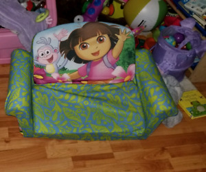 Dora pull out couch