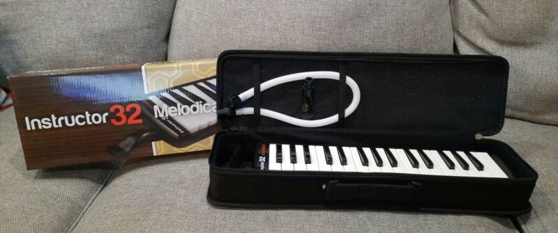 Hohner Instructor 32 Melodica with Carrying Case 32 Keys Mouthpiece Blowing Tube