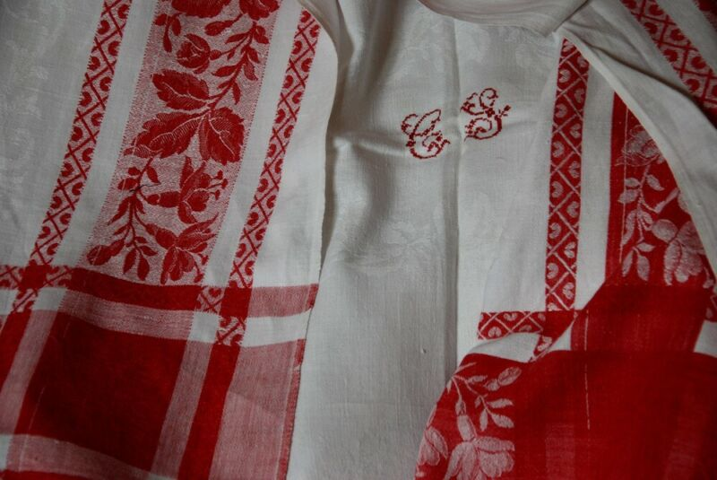 FRENCH RED & WHITE CLASSIC LG VINTAGE JACQUARD TABLECLOTH ~ ANTIQUE MONGRAM