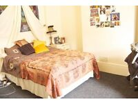 Double room located close to the city centre, train station and both Sheffield Hallam Campuses