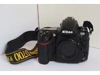 Nikon D700 - Professional, full frame camera - mint condition