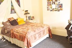 STUDENT - Double room for rent, very near Sheffield city centre, station, and university campuses