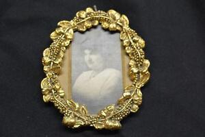 Reproduction-Vintage-Gold-Tone-Metal-Ornate-Grape-Leaf-Art-Nouveau-PICTURE-FRAME
