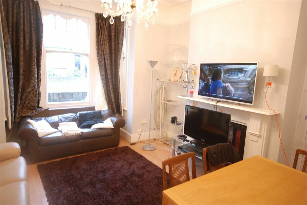 2 bed on Trinity Road, Wandsworth, with Garden.