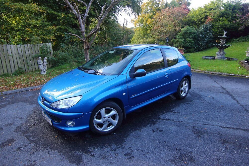 Peugeot 206 sport hdi 2L engine, MOT until October 2018! Great condition!!